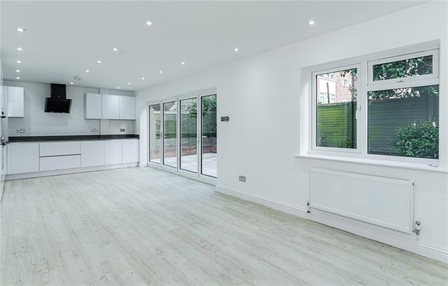 Asking Price £525,000, 2 Bedroom Flat For Sale in Bushey Heath, WD23