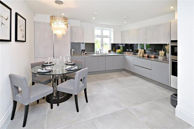 Asking Price £850,000, 3 Bedroom Flat For Sale in Harrow Weald, Middlesex, HA3