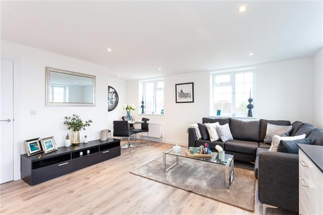 Asking Price £420,000, 2 Bedroom Flat For Sale in Edgware, HA8