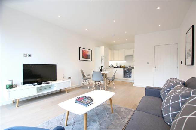 Asking Price £440,000, 2 Bedroom Flat For Sale in St Albans, AL1