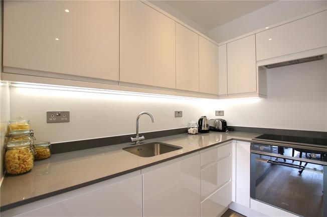 Asking Price £450,000, 2 Bedroom Flat For Sale in St Albans, AL1
