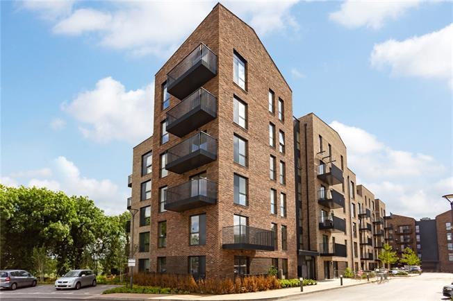 Asking Price £390,000, 2 Bedroom Flat For Sale in Watford, Hertfordshire, WD18