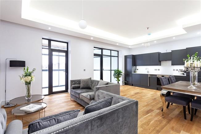 Asking Price £565,000, 2 Bedroom Flat For Sale in London, N12