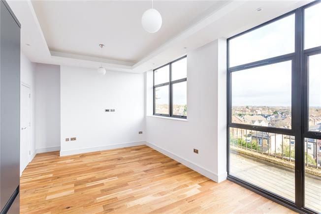 Asking Price £475,000, 2 Bedroom Flat For Sale in London, N12