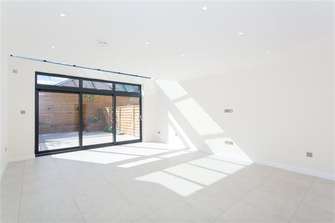 Asking Price £849,950, 4 Bedroom House For Sale in Stanmore, HA7