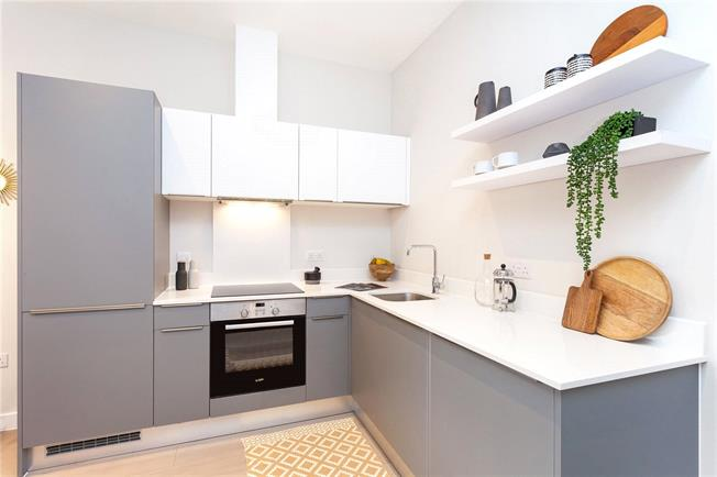 Asking Price £315,000, 1 Bedroom Flat For Sale in Eastcote, Middlesex, HA4