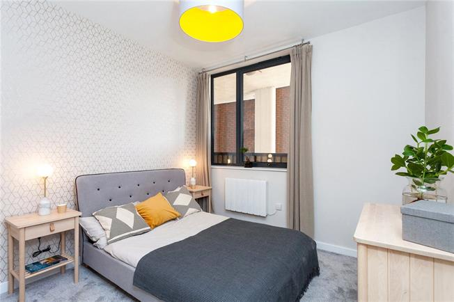 Asking Price £340,000, 1 Bedroom Flat For Sale in Eastcote, Middlesex, HA4
