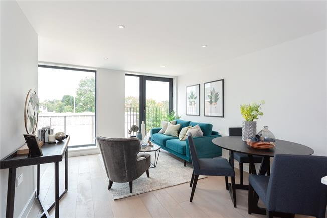 Asking Price £490,000, 2 Bedroom Flat For Sale in Eastcote, Middlesex, HA4