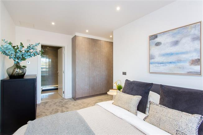 Asking Price £425,000, 2 Bedroom Flat For Sale in Stanmore, HA7