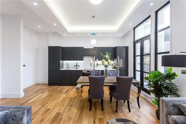 Asking Price £515,000, 2 Bedroom Flat For Sale in London, N12