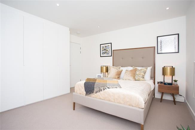 Asking Price £295,000, 1 Bedroom Flat For Sale in St Albans, AL1