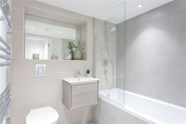 Asking Price £430,000, 2 Bedroom Flat For Sale in Eastcote, Middlesex, HA4