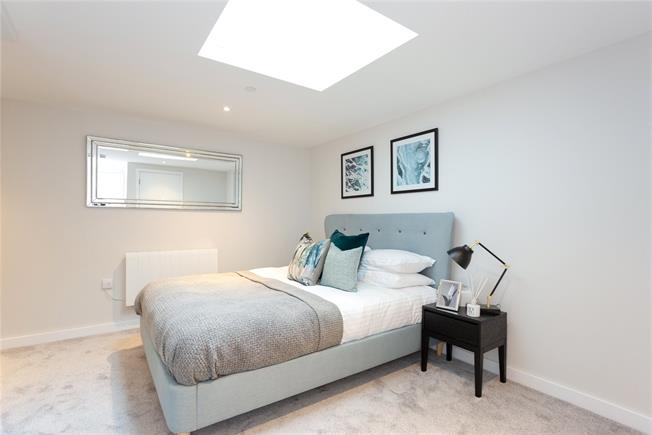 Asking Price £400,000, 2 Bedroom Flat For Sale in Eastcote, Middlesex, HA4