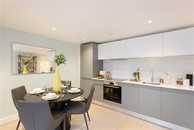 Asking Price £300,000, 1 Bedroom Flat For Sale in Eastcote, Middlesex, HA4