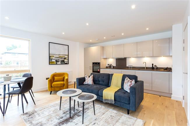 Asking Price £290,000, 1 Bedroom Flat For Sale in Watford, Hertfordshire, WD18