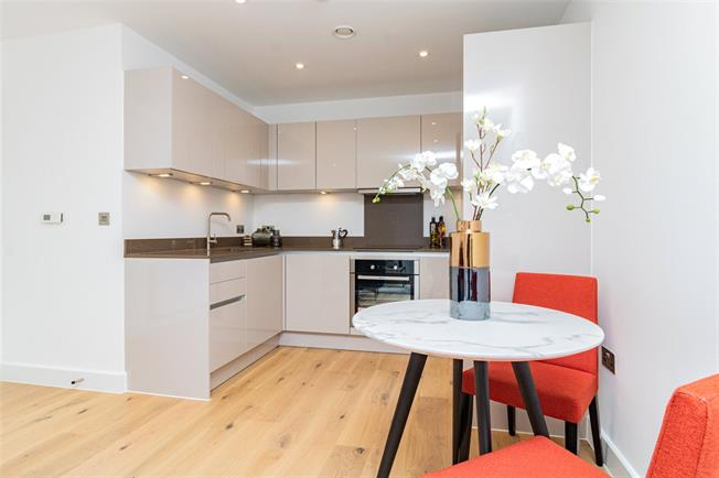 Asking Price £295,000, 1 Bedroom Flat For Sale in Watford, Hertfordshire, WD18
