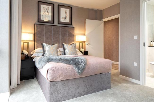 Asking Price £614,995, 3 Bedroom Flat For Sale in Mill Hill, London, NW7