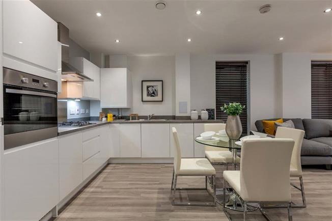 Asking Price £320,000, 1 Bedroom Flat For Sale in St Albans, Hertfordshire, AL1