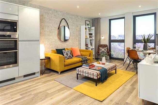 Asking Price £410,000, 2 Bedroom Flat For Sale in St. Albans, Hertfordshire, AL1
