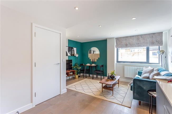 Asking Price £325,000, 1 Bedroom Flat For Sale in Eastcote, Middlesex, HA4