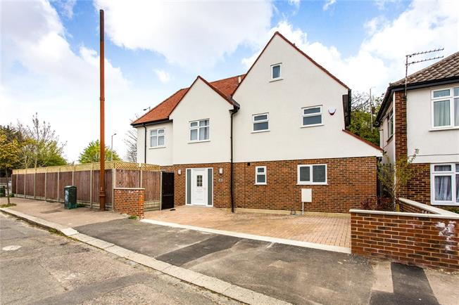 Asking Price £750,000, 4 Bedroom Detached House For Sale in Middlesex, HA8