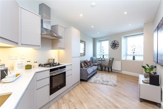 Asking Price £304,950, 1 Bedroom Flat For Sale in The Broadway, Stanmore, HA7