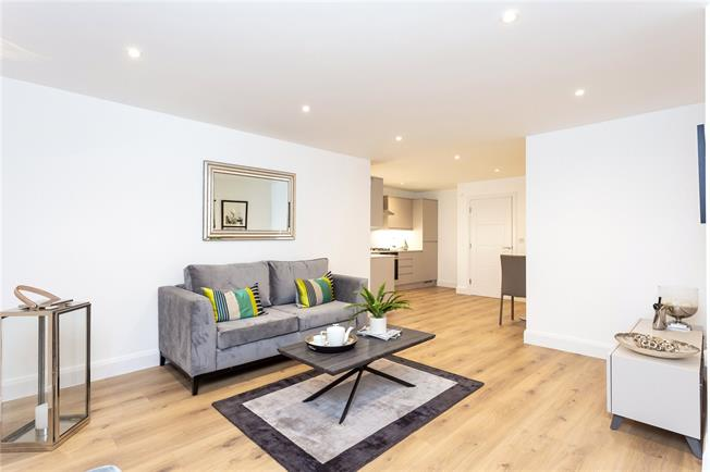 Asking Price £359,950, 1 Bedroom Flat For Sale in The Broadway, Stanmore, HA7
