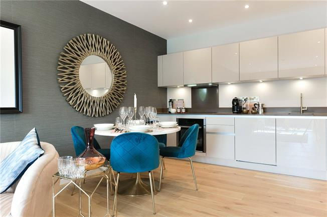 Asking Price £380,000, 2 Bedroom Flat For Sale in Watford, WD18