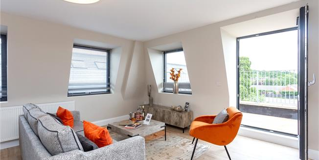 Asking Price £449,950, 2 Bedroom Flat For Sale in The Broadway, Stanmore, HA7