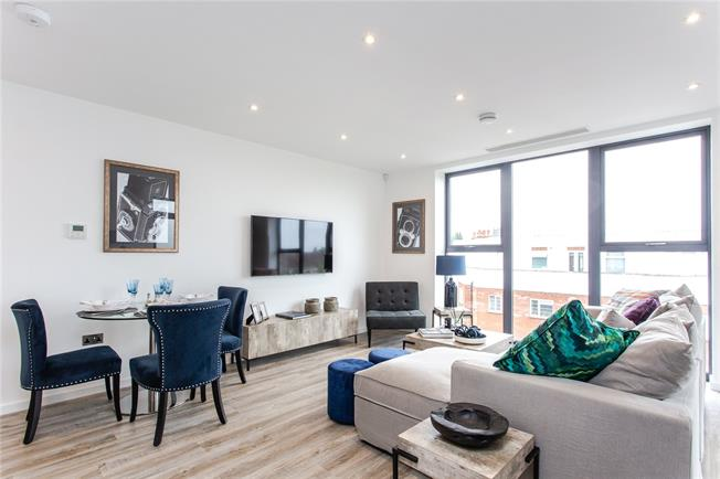 Offers in the region of £550,000, 1 Bedroom Flat For Sale in Mill Hill, London, NW7