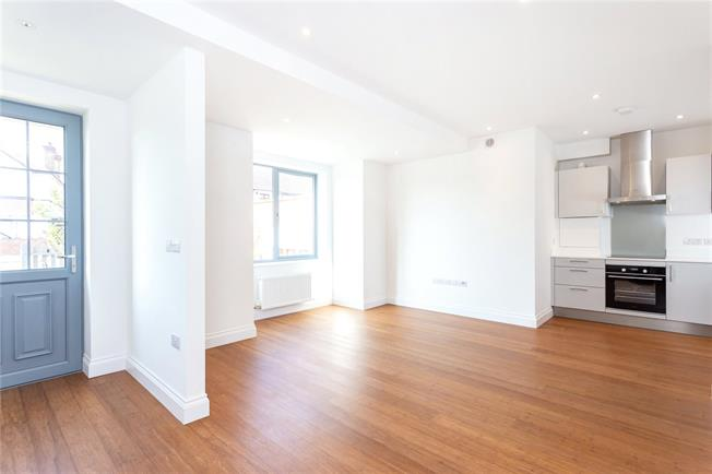 Offers in the region of £315,000, 1 Bedroom Flat For Sale in Southall, Middlesex, UB2