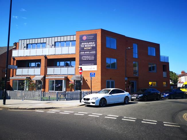 Asking Price £425,000, 2 Bedroom Flat For Sale in Southall, Middlesex, UB2