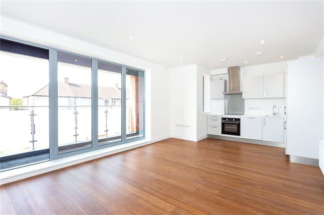 Asking Price £320,000, 1 Bedroom Flat For Sale in Southall, Middlesex, UB2