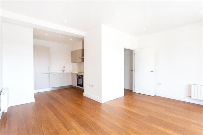 Asking Price £315,000, 1 Bedroom Flat For Sale in Southall, Middlesex, UB2