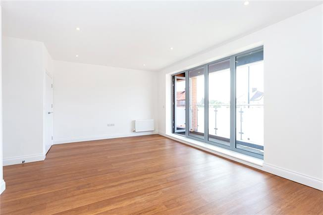 Asking Price £325,000, 1 Bedroom Flat For Sale in Southall, Middlesex, UB2