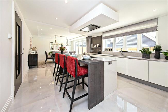 Asking Price £1,095,000, 5 Bedroom Detached House For Sale in Watford, Hertfordshire, WD25