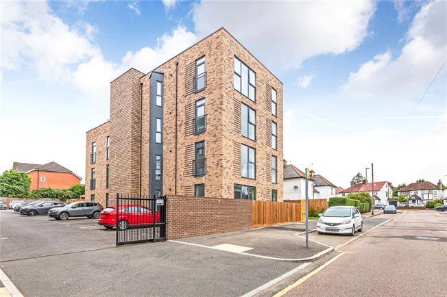Asking Price £550,000, 2 Bedroom Flat For Sale in Mill Hill, London, NW7