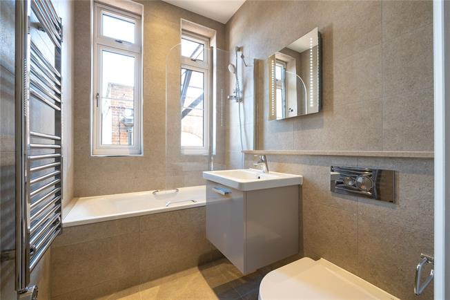 Asking Price £399,950, 2 Bedroom Flat For Sale in Stanmore, HA7
