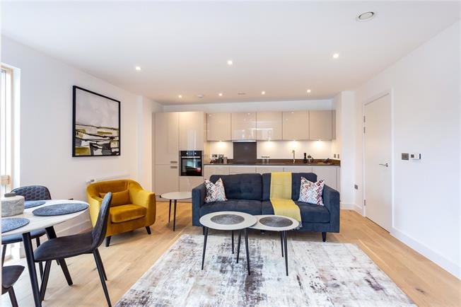 Asking Price £370,000, 2 Bedroom Flat For Sale in Watford, WD18