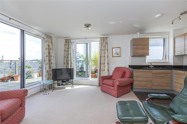 Asking Price £550,000, 2 Bedroom Flat For Sale in London, SE10