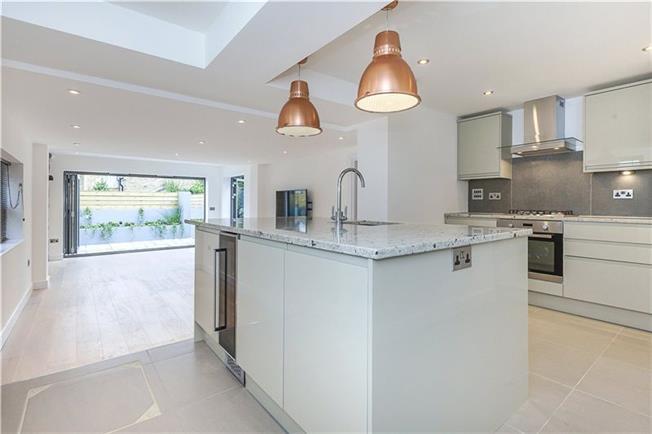 Asking Price £675,000, 2 Bedroom Flat For Sale in London, SE10