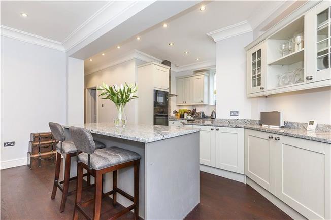 Asking Price £600,000, 2 Bedroom Flat For Sale in London, SE10