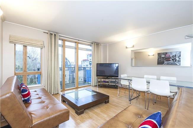Asking Price £525,000, 2 Bedroom Flat For Sale in London, SE10