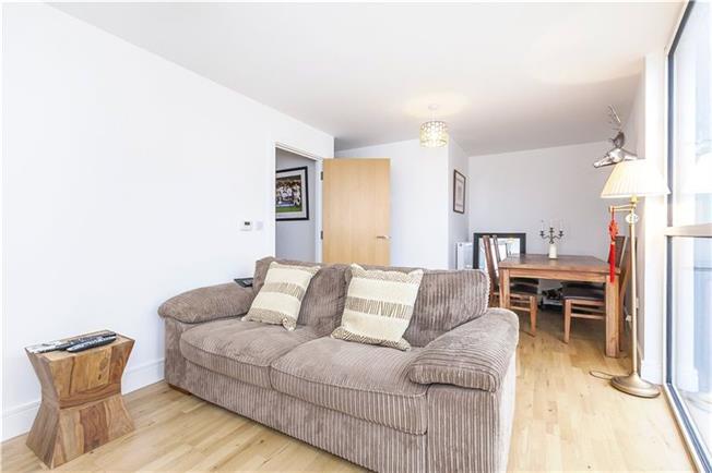 Asking Price £499,950, 2 Bedroom Flat For Sale in London, SE10