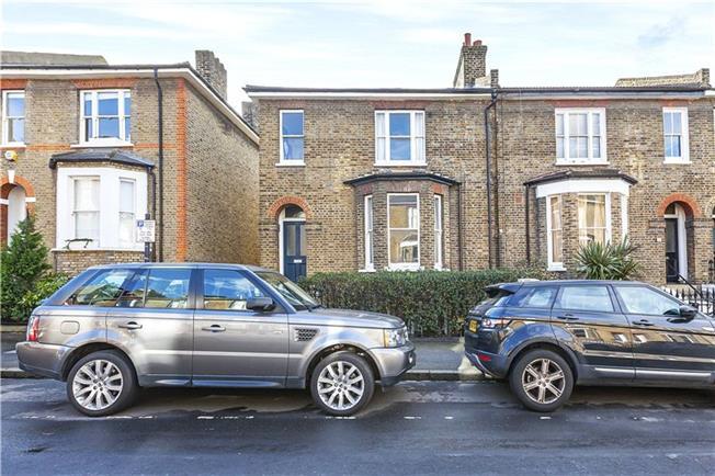 Asking Price £395,000, 1 Bedroom Flat For Sale in London, SE10
