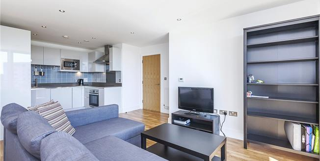 Asking Price £500,000, 3 Bedroom Flat For Sale in London, SE8