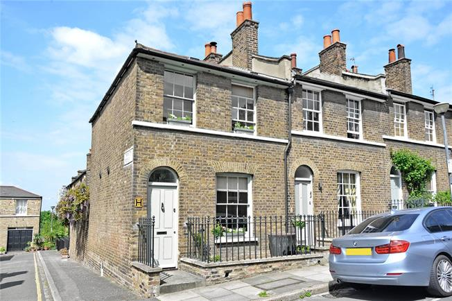 Asking Price £700,000, 2 Bedroom Semi Detached House For Sale in London, SE10