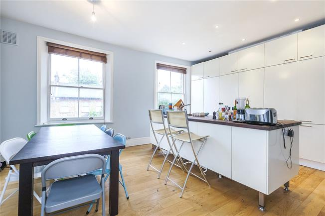 Asking Price £700,000, 3 Bedroom Flat For Sale in London, SE10