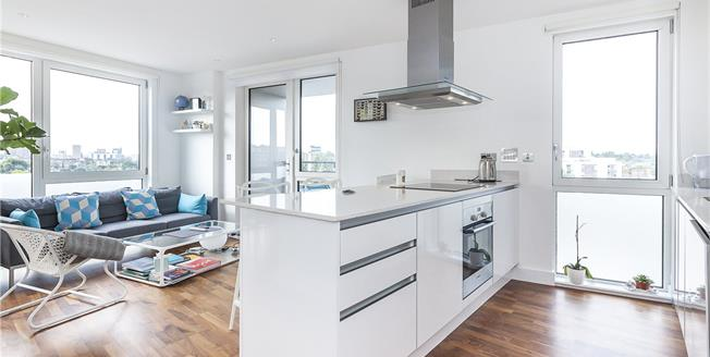 Asking Price £535,000, 3 Bedroom Flat For Sale in London, SE10
