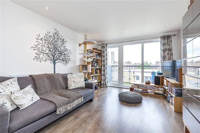 Asking Price £475,000, 2 Bedroom Flat For Sale in London, SE10